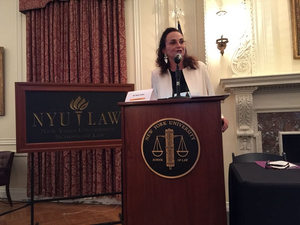 Elena em palestra na New York University